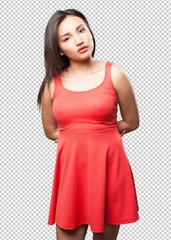 Aziatische vrouw poseren met rode jurk