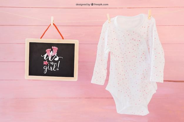 Baby mockup met klerenpen