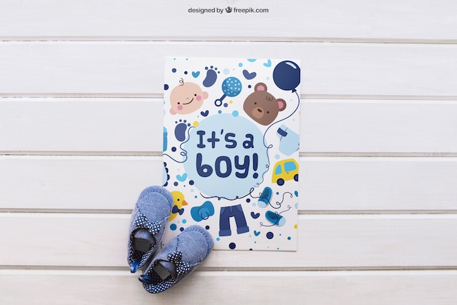 Baby mockup met papier en schoenen