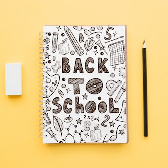 Back to school mockup con copertina per notebook