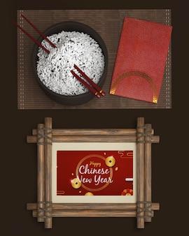 Bandeja con arroz y decoraciones para año nuevo