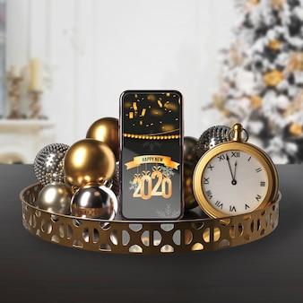 Bandeja con decoraciones para noche de año nuevo