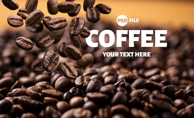 Banner de granos de café tostados cayendo o volando