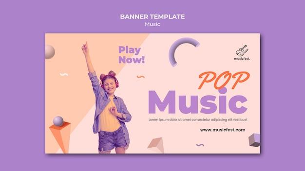 Banner horizontal para música con mujer usando auriculares y bailando