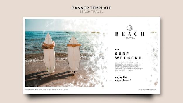Banner de personas con tablas de surf