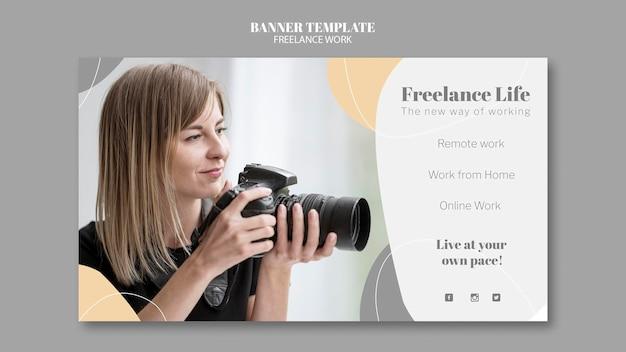 Bannermalplaatje voor freelancewerk met vrouwelijke fotograaf