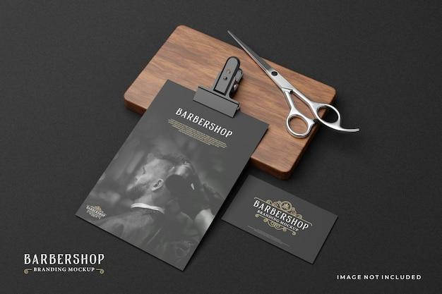 Barbershop branding mockup in donker thema