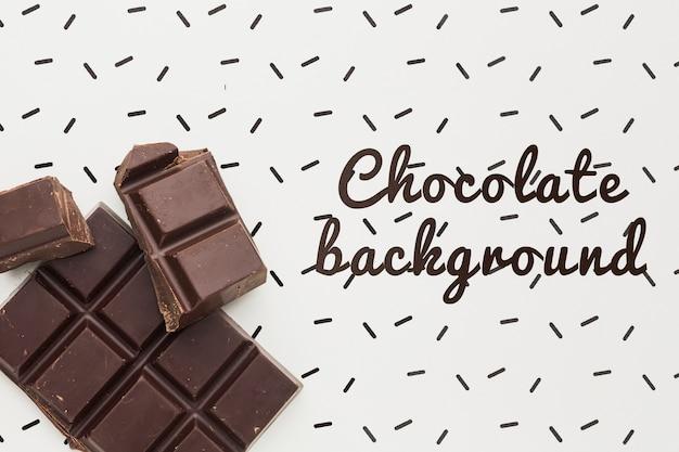 Barra di cioccolato deliziosa con il modello bianco del fondo