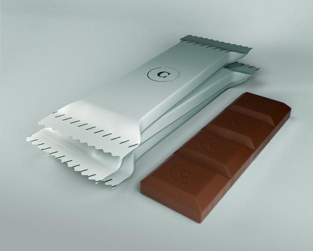 Barrette di cioccolato in un involucro di plastica