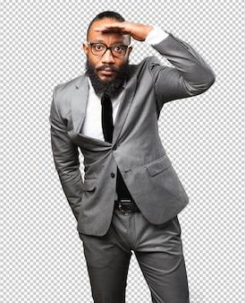 Bedrijfs zwarte mens die ver kijkt