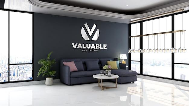 Bedrijfsmuurlogomodel in minimalistische wachtkamer in kantoorlobby met blauwe bank