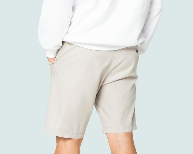 Beige korte broek mockup op de mens