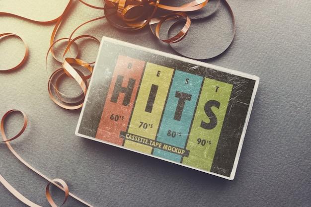 Bekrast cassettedoos met afgewikkeld tape-mockup