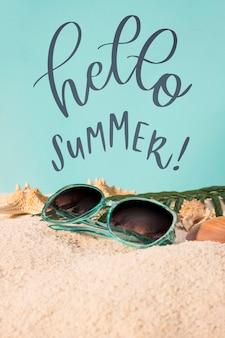 Belettering zomer kaart met strand elementen