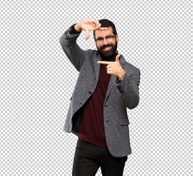 Bell'uomo con gli occhiali messa a fuoco del viso. simbolo di inquadratura