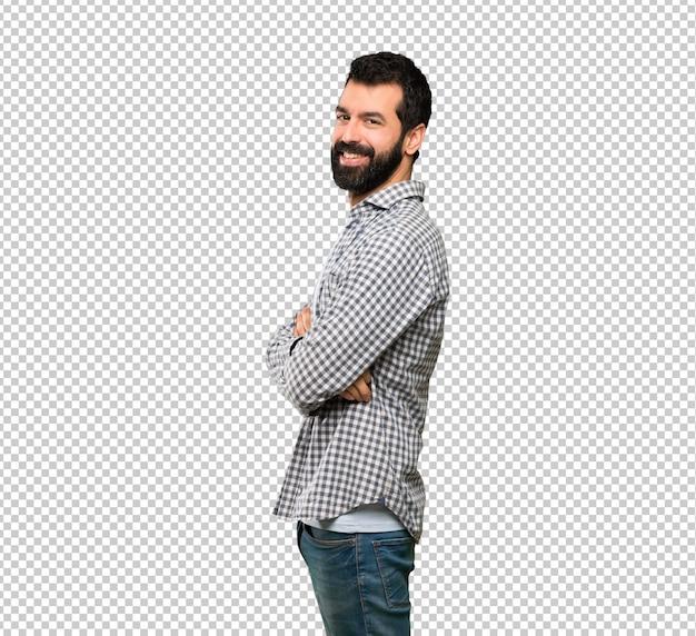 Bell'uomo con la barba con le braccia incrociate e guardando avanti