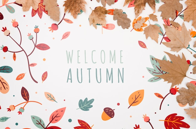 Benvenuti scritte autunnali circondate da foglie secche colorate