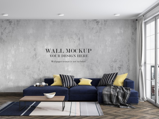 Bespotten muur achter marineblauwe bank met minimalistisch meubilair