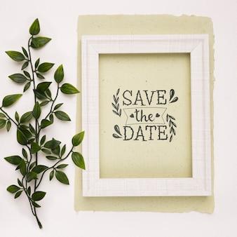 Bewaar de datum mock-up fotolijst en bladeren