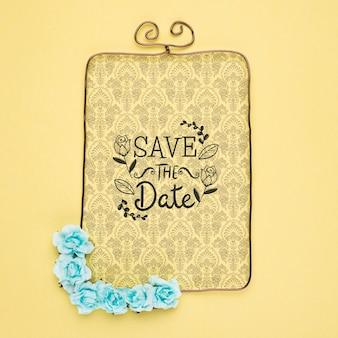Bewaar de datum mock-up victoriaanse frame met blauwe bloemen