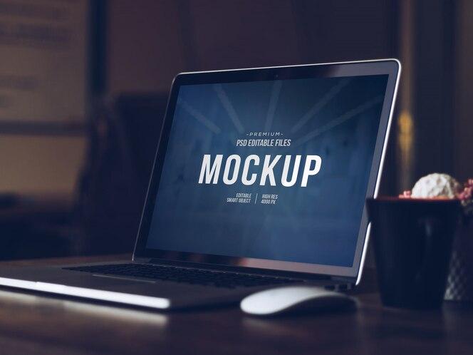 Bewerkbare computerscherm mock up, geïsoleerde uitgesneden moderne laptop met schaduw mockup