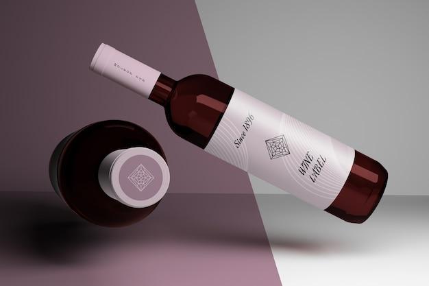 Bewerkbare mockup met twee wijnflessen en blanco etiketten
