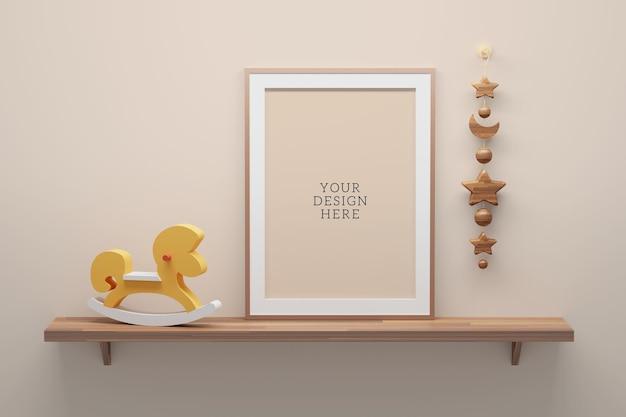 Bewerkbare psd-mockupsjabloon met a4 leeg frame op een plank met houten speelgoedpaard.