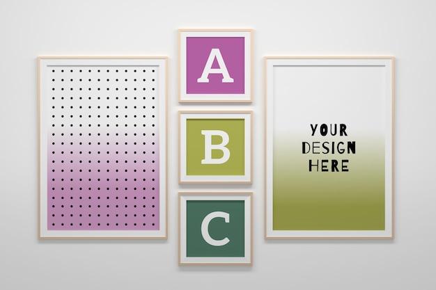 Bewerkbare psd-mockupsjabloon met drie vierkante lege frames en twee a4-formaat frames