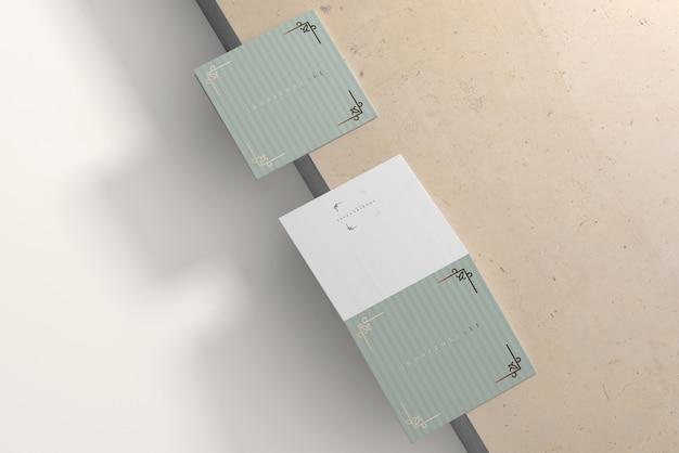 Bi-fold horizontale vierkante brochure mockup
