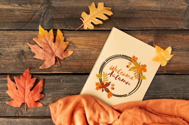 Bienvenido concepto otoño con hojas secas