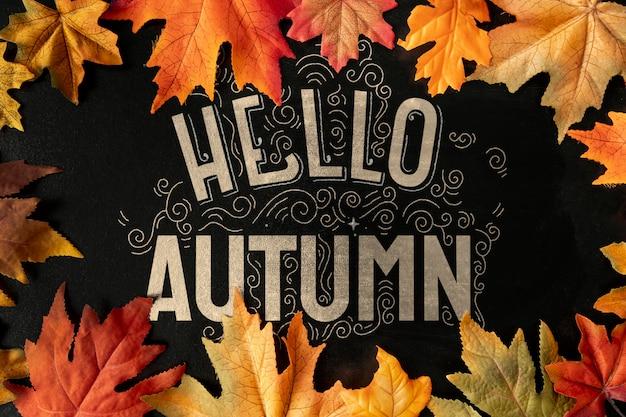 Bienvenido concepto otoño con marco de hojas secas