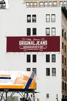 Billboard in de stad mock-up