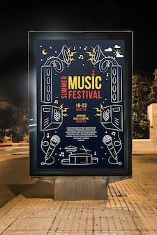 Billboard mockup in stad bij nacht