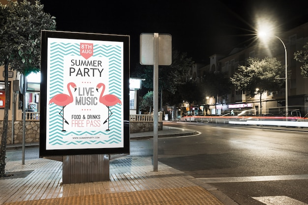 Billboard mockup in stad bij nacht