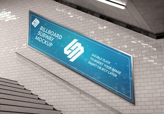 Billboard op ondergrondse trap muur mockup
