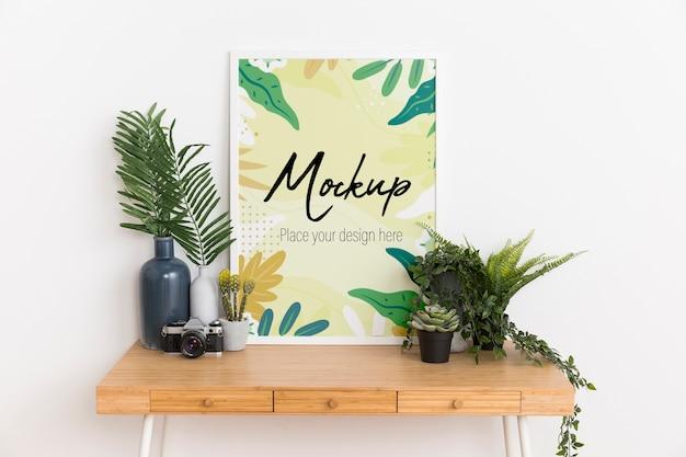 Binneninrichting met mock-up frame en plant
