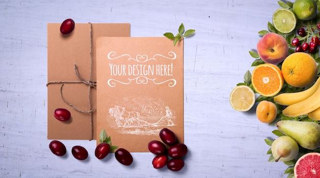 Biologische vruchten en kruiden op een witte achtergrond mockup