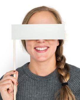 Blanke vrouw met vlag die ogen behandelt