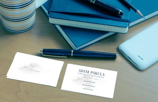Blauw visitekaartje mockup-bestand