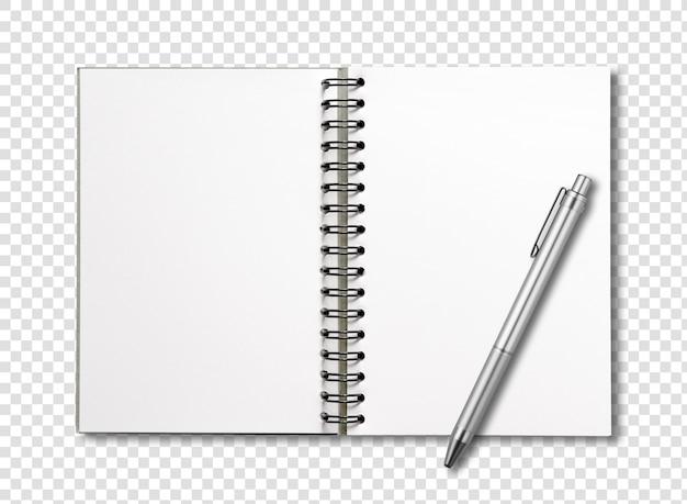 Blocco note a spirale aperto in bianco e penna isolati