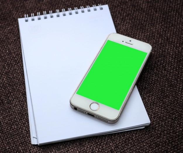 Blocco note con smart phone