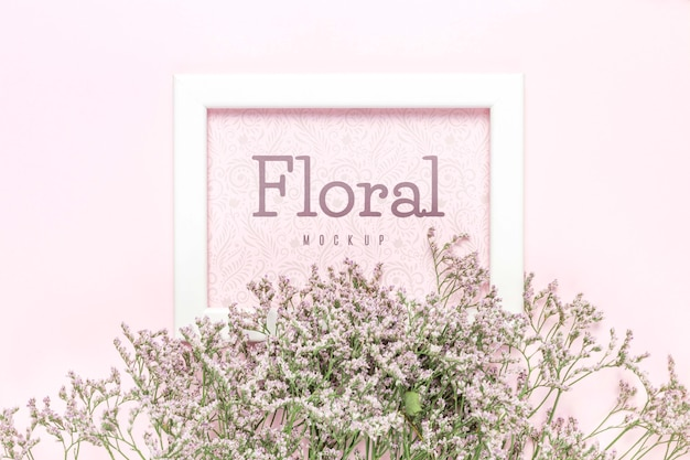 Bloemenmodel met wit frame