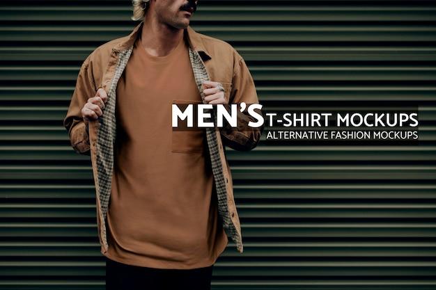 Blonde man in bruin overhemdjasje met ontwerpruimte