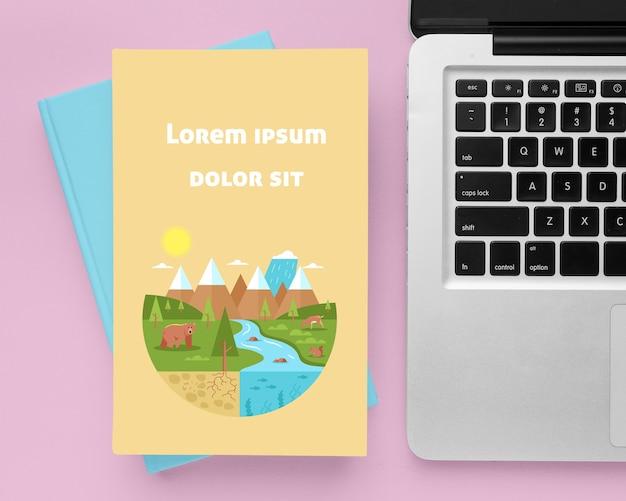 Boeken arrangement met laptop