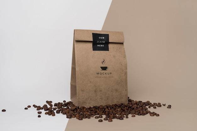 Bolsa de papel con maqueta de café