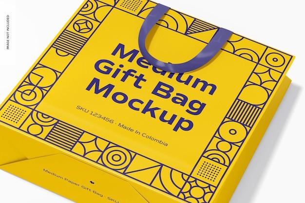 Bolsa de regalo mediana con maqueta de asa de cinta, de cerca