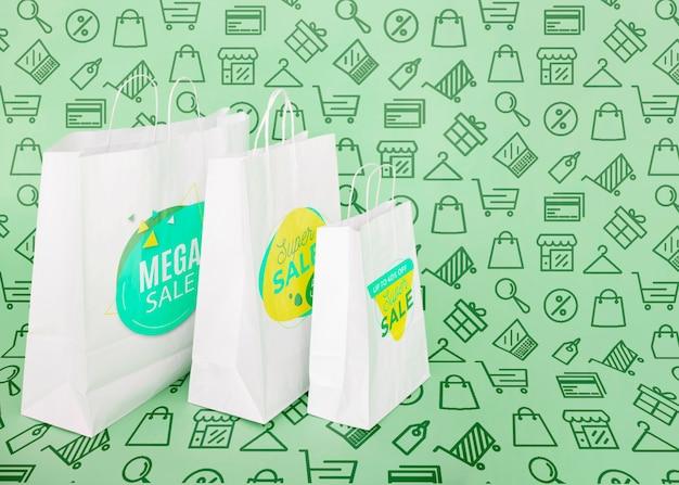 Bolsas de compras en el espacio de copia de la campaña promocional