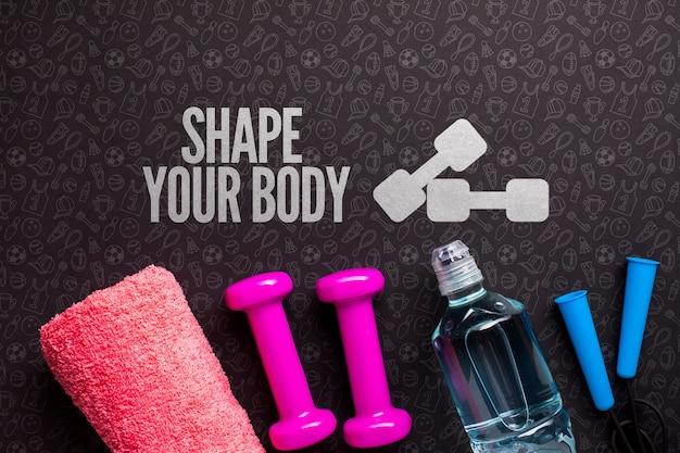 Botella de agua y equipo de clase de fitness