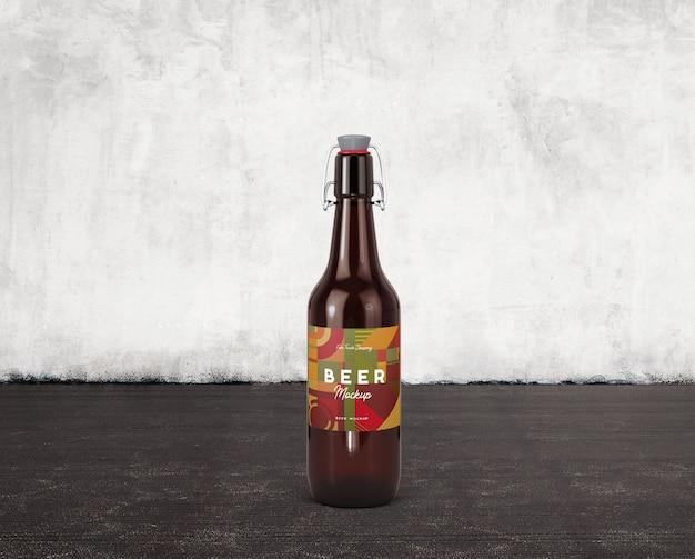 Botella de cerveza con maqueta de etiqueta