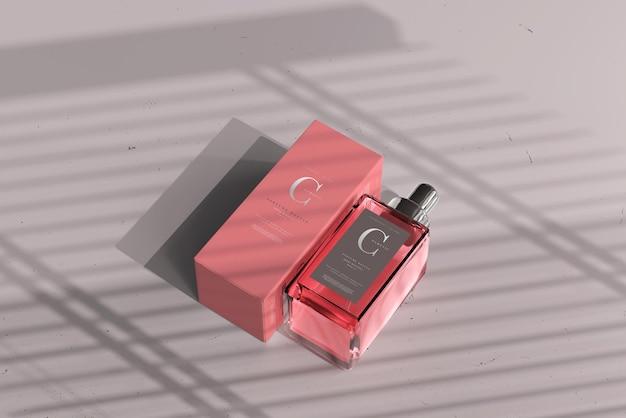 Botella de perfume cuadrada con maqueta de caja